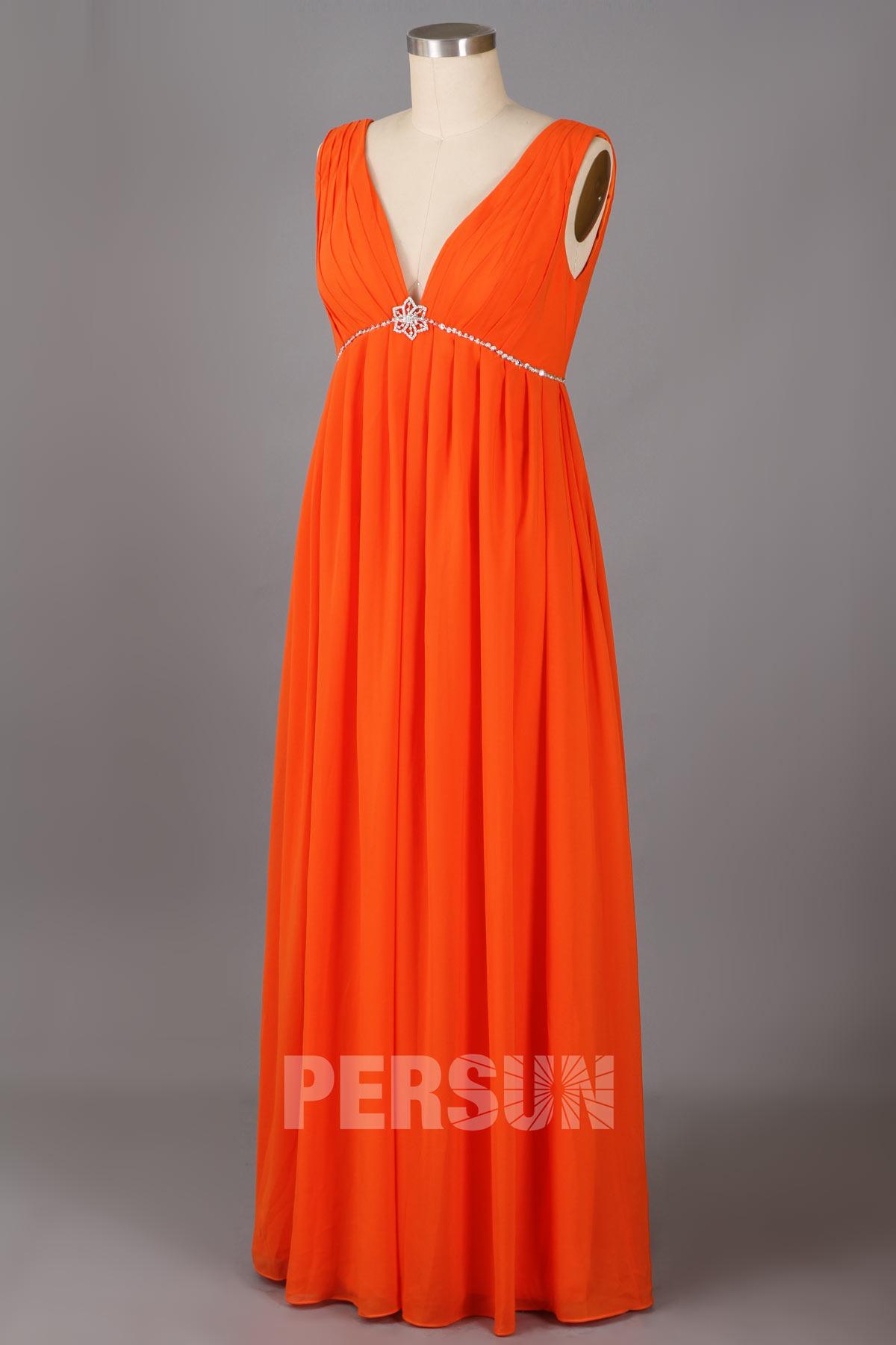 robe de soirée orange longue empire col v plongeant ornée de strass