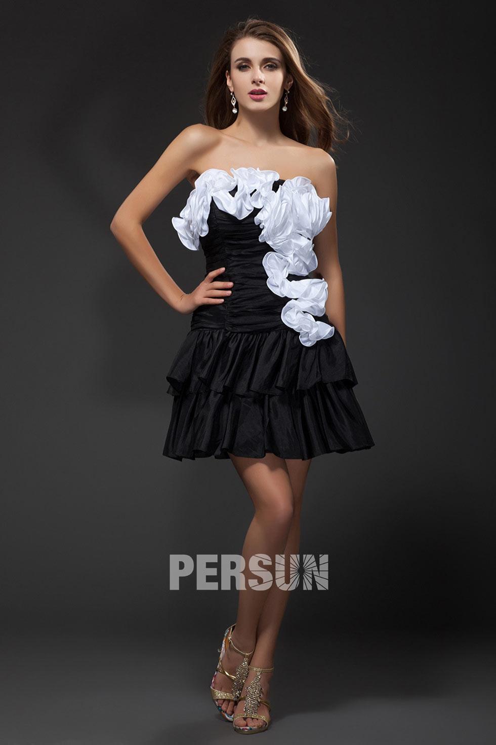 mini robe noire et blanche à volants en taffetas