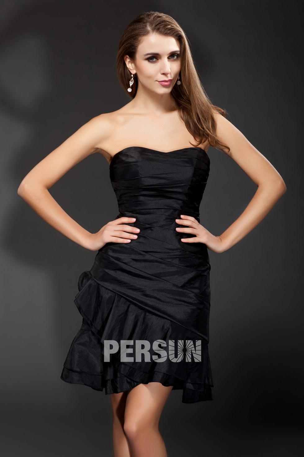 petite robe noire moulante bustier vague plissé