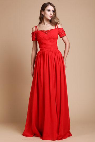Robe rouge longue épaule dégagée avec bretelle fine manche courte