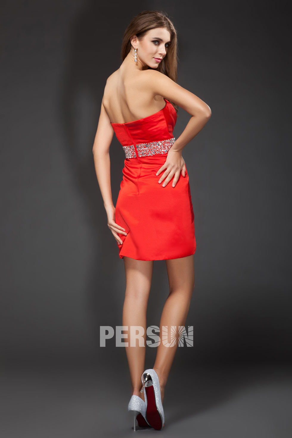 petite robe rouge tendances dos nu pour assister à un mariage bon prix