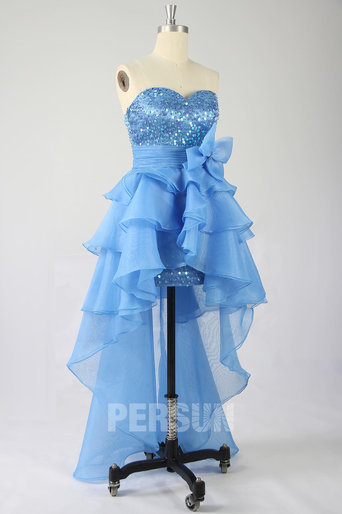 robe de bal bleu courte devant longue derrière bustier coeur ornée de sequins jupe froufrou