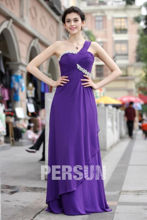 Robe violette asymétrique ruchées ornée de bijoux
