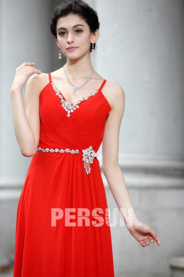 Robe soirée rouge longue ornée de bijoux avec bretelle