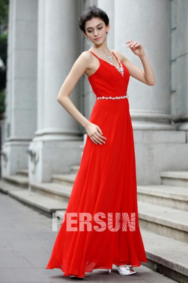 f6df532222d Robe soirée rouge longue ornée de bijoux avec bretelle - JMRouge.fr