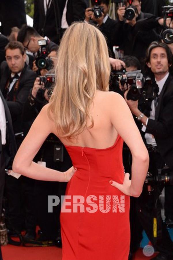Robe tapis rouge Claire Danes sexy et simple avec col V