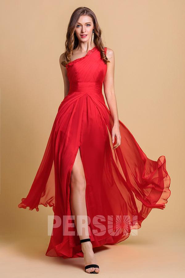 robe de soirée rouge longue asymétrique fendue