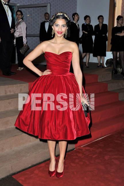 robe rouge de célébrité pour danse