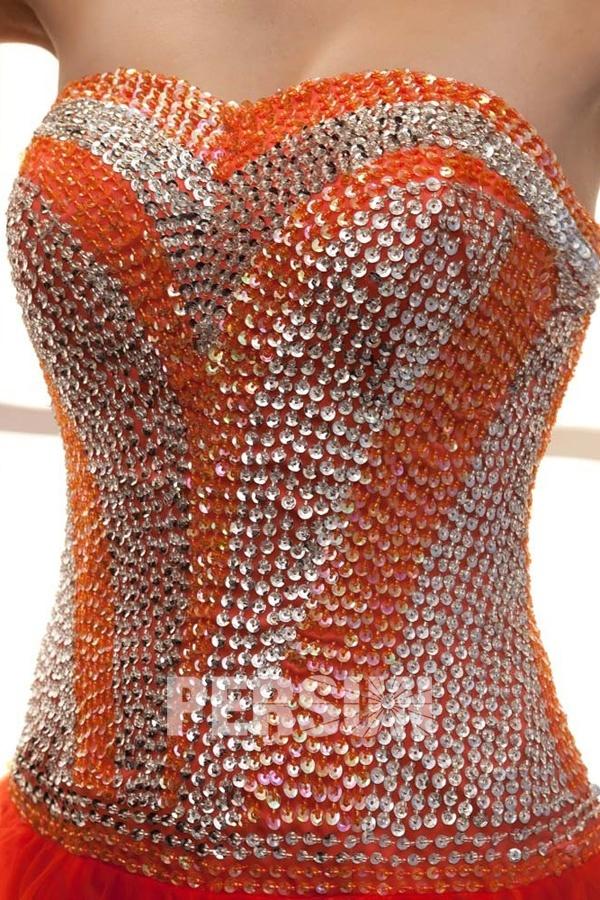 Robe gala bustier longue ornée de paillettes avec laçage au dos