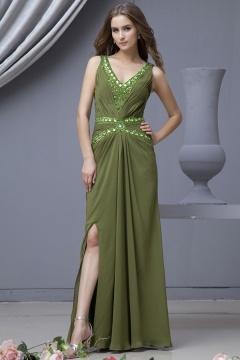 Robe longue de soirée verte ornée de bijoux en mousseline