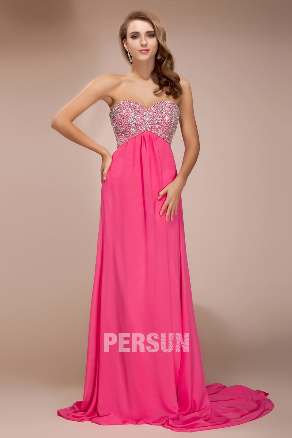 Robe De Soiree Rose Ornee De Strass A Traine Chapel Persun Fr