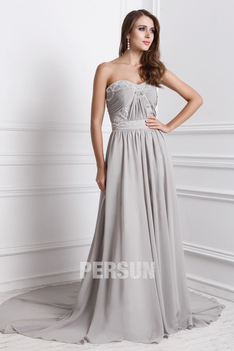robe de soirée chic en ton gris avec tra?ne chapel