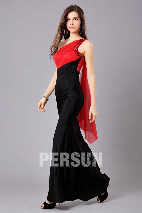 Robe rouge et noir moulante longue style asymétrique