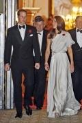 Elegantes Silber A Linie Ein Schulter Falten bodenlanges Abendkleid