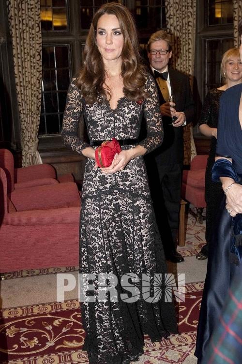 Robe noire dentelle de Kate Middleton longue