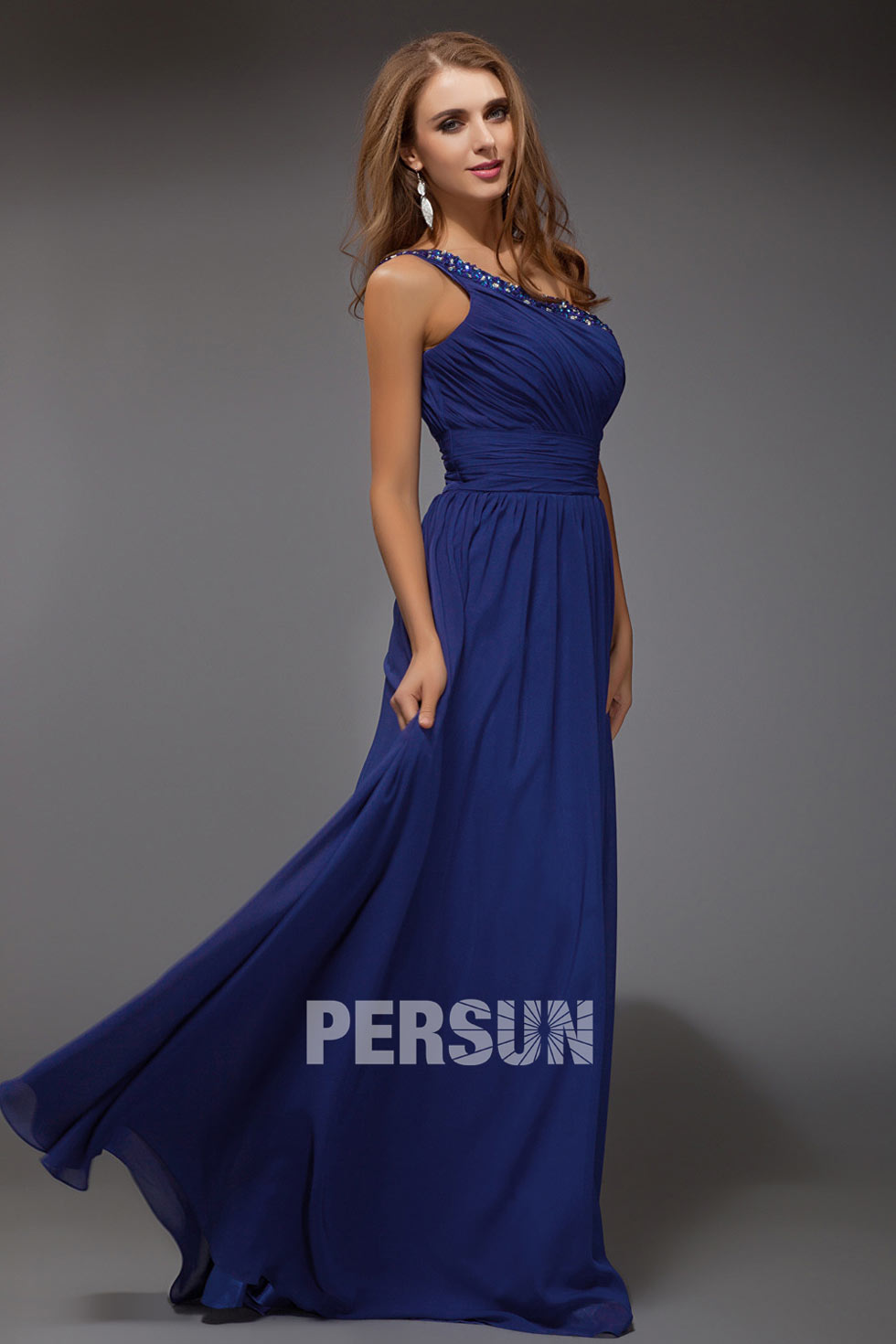 robe bleu roi col asymétrique à paillettes pour soirée en mousseline