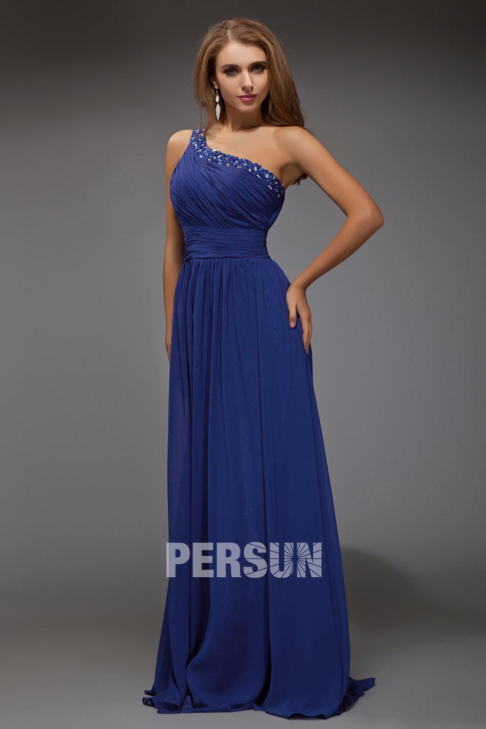 robe longue mousseline avec strass à encolure asymétrique