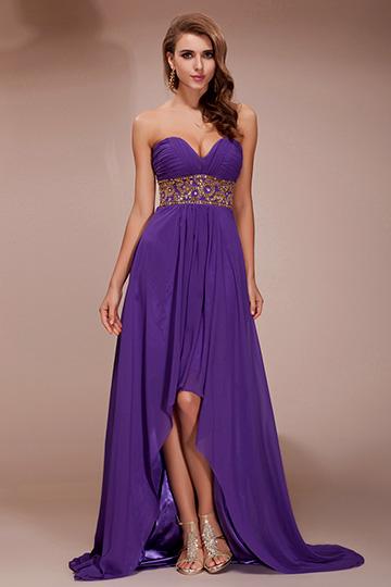 Robe violette de cocktail courte devant longue arrière à bijoux