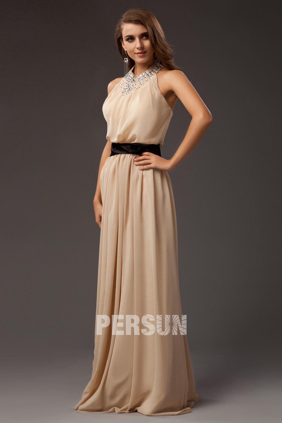 robe de soirée longue col montant ornée de strass colonne