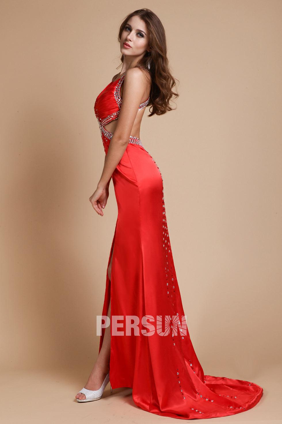 tenue rouge robe longue moulante à dos ouvert
