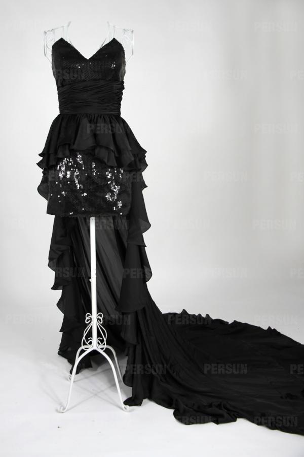 Petite robe noire bustier en cœur à traîne balayer