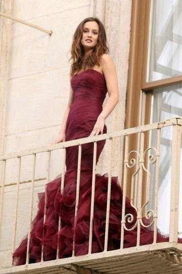 Robe de mariée chic bordeaux Leighton Meester sirène ruchée bustier