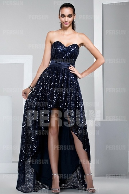 robe courte devant longue derrière bustier coeur ornée de paillettes brillantes