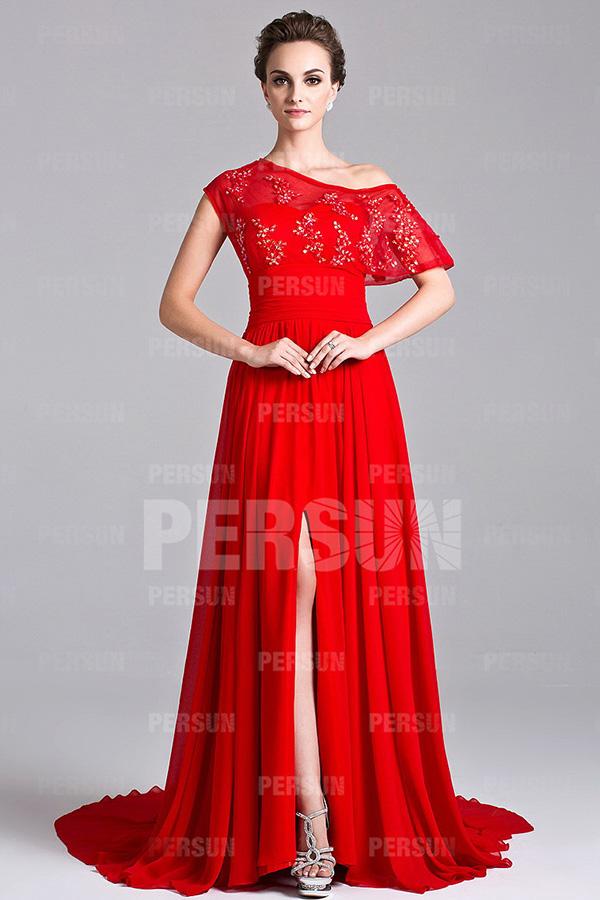 Robe rouge pour la mère du marié à encolure asymétrique