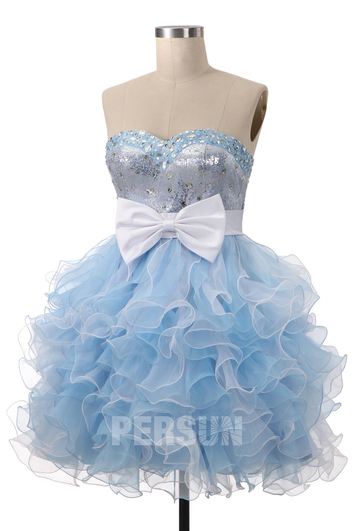 petite robe de cocktail bleu clair bustier coeur jupe froufrou ornée de noeud papillon