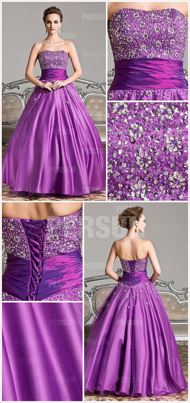 Robe violette parée de paillettes pour un mariage thème
