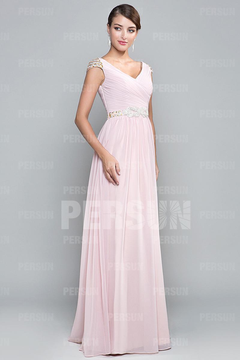 Robe longue rose plissée et ceinturée à mancherons bijoutés