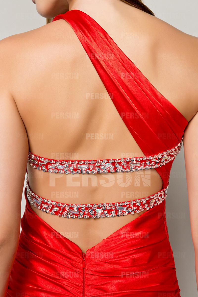 Robe fourreau rouge plissée asymétrique à traîne Chapel