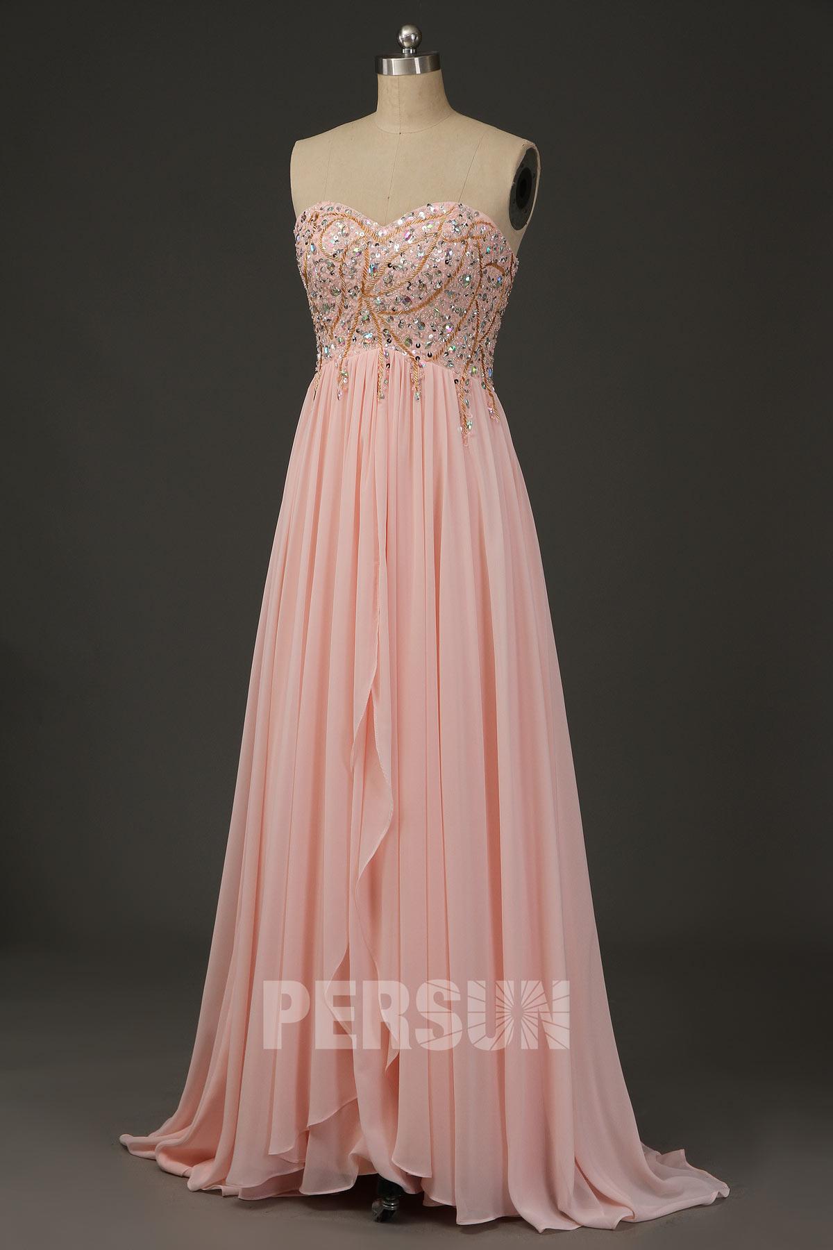 robe de cocktail longue rose poudré bustier coeur  ornée de bijoux jupe cascade