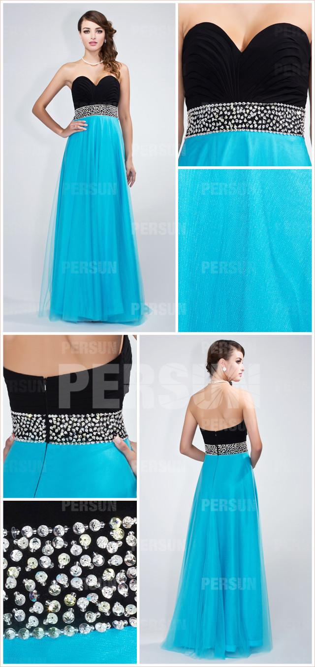 Chic robe bleu décolletée coeur en noire ornée de bijoux en tulle