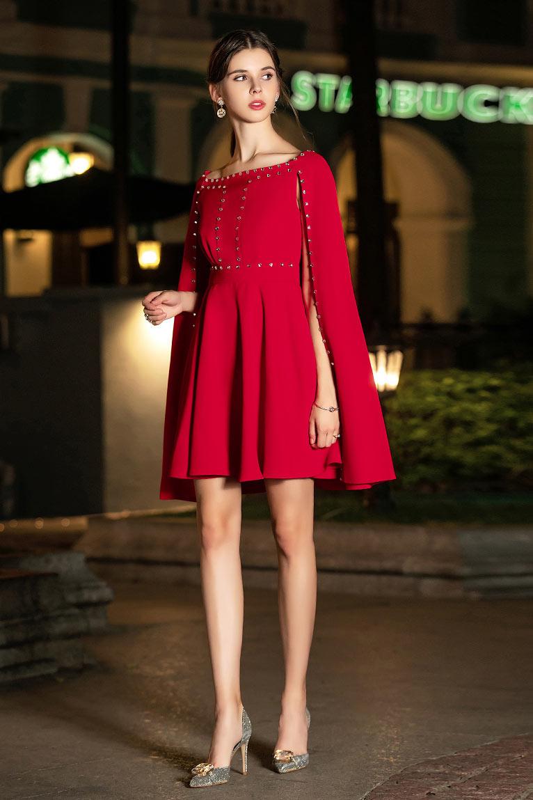 robe chic cocktail courte rouge col bateau avec cape