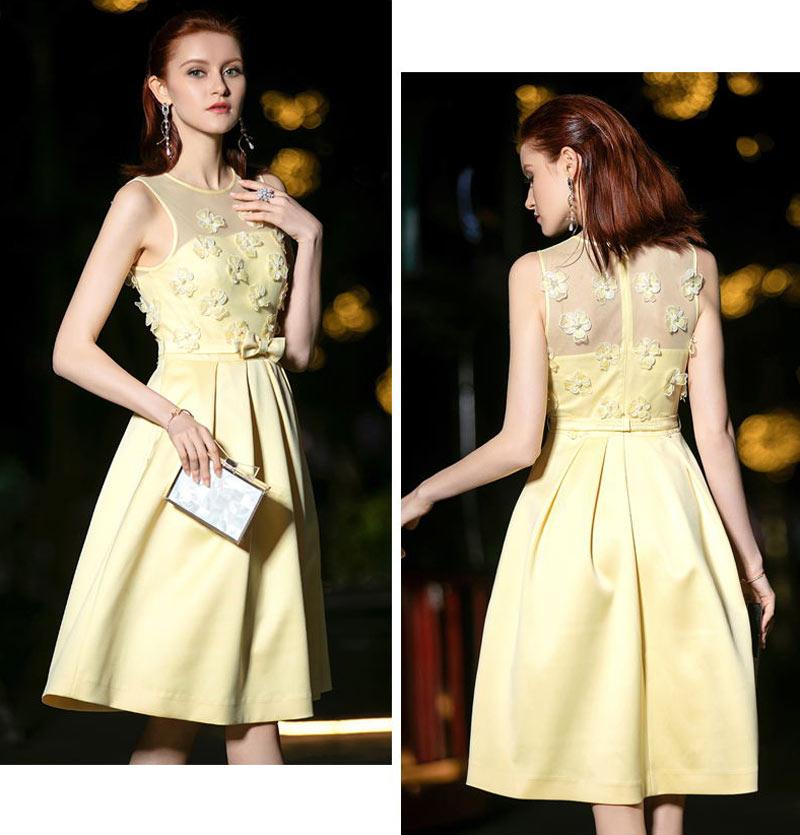 robe soirée courte patineuse en satin jaune pastel ornée de fleurs 3D