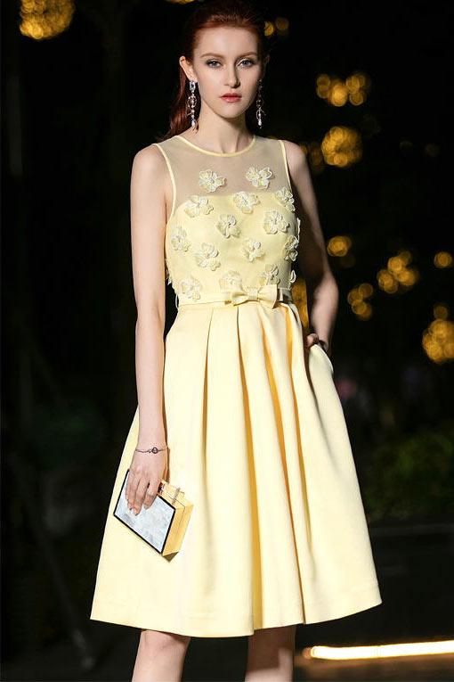 robe pour mariage invité d'été jaune courte embelli de fleurs