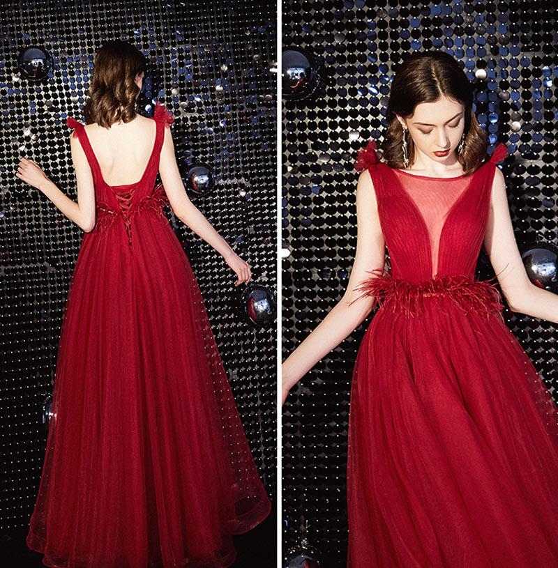 robe de soirée rouge rubis en tulle décolleté plongeant dos nu