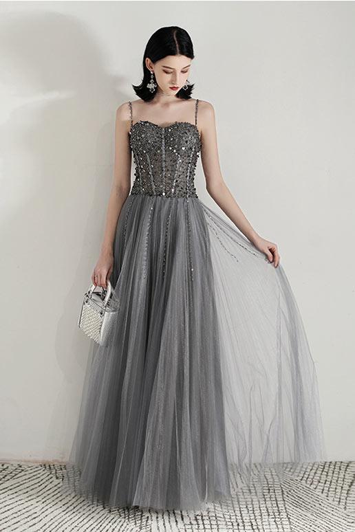robe de soirée longue grise haut ornée de bijoux avec bretelle fine