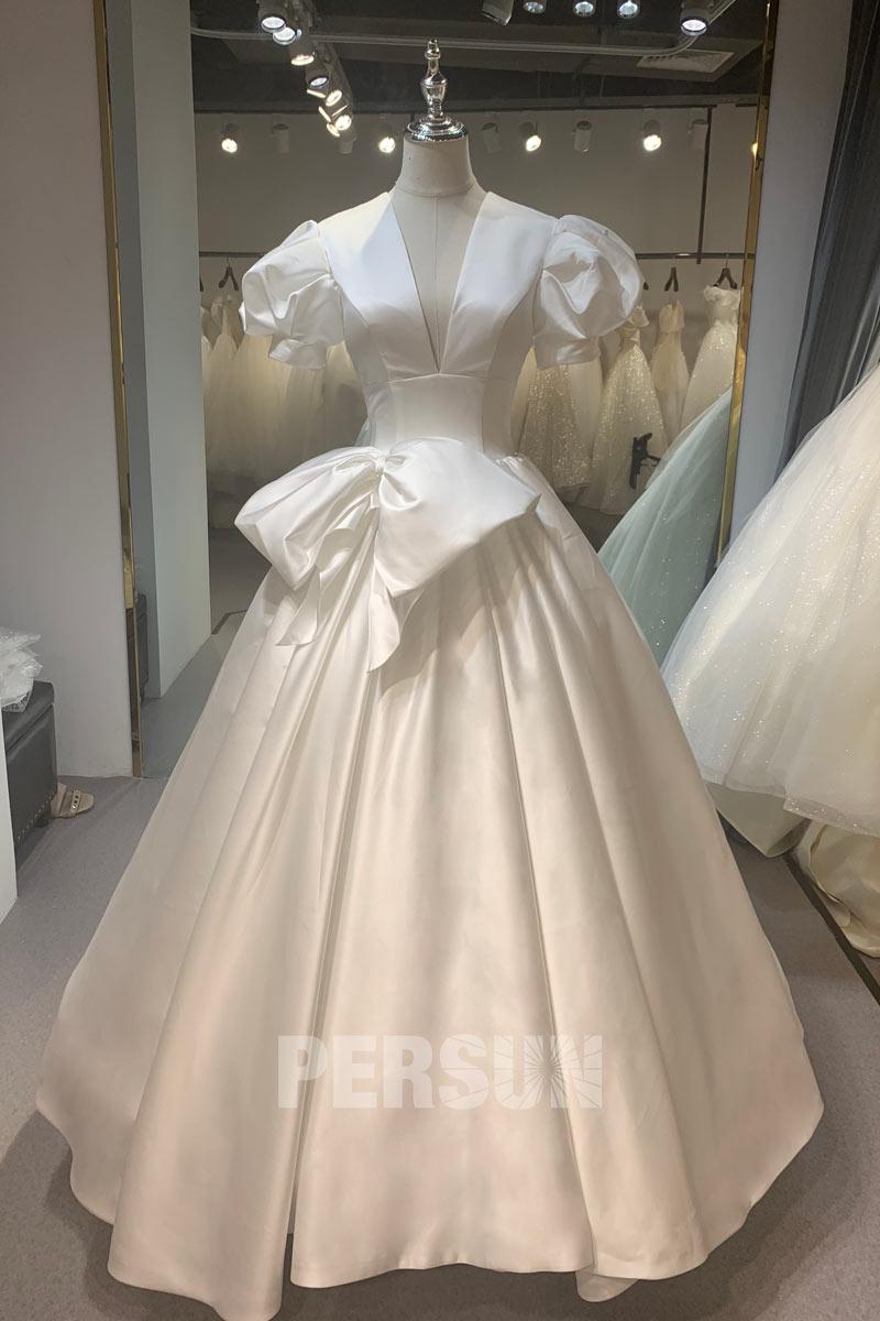 Elégante Robe de mariée rétro en satin décolleté plongeant avec traîne cathédrale