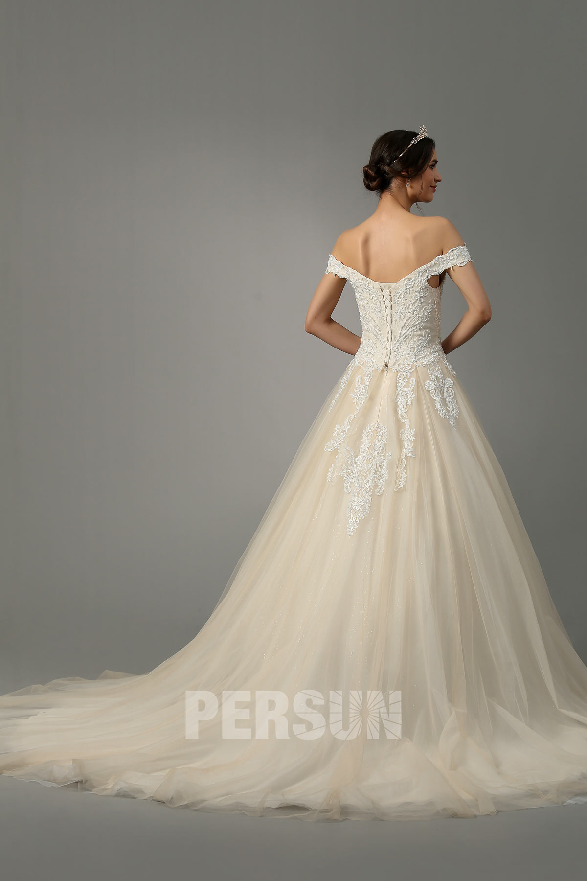 robe de mariée princesse champagne col bardot brodé de guipure perlée