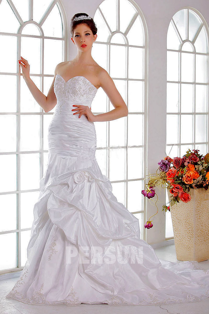 Robe de mariée moderne Trompette / Sirène décolleté en cœur avec broderie