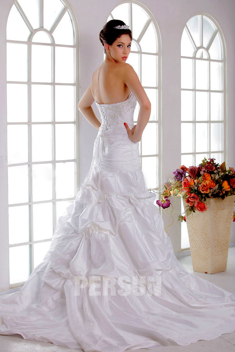 robe de mari e moderne trompette sir ne d collet en c ur avec broderie. Black Bedroom Furniture Sets. Home Design Ideas