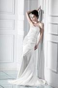 Robe de mariée plage perlée avec applique sans bretelle à traîne Chapel