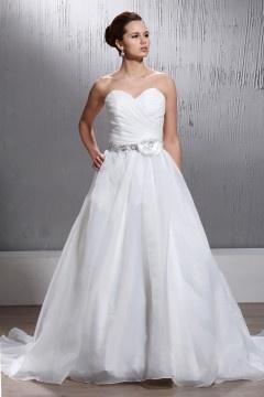 Robe mariée classique décolleté en cœur à traîne Cour avec fleur sur la poitrine