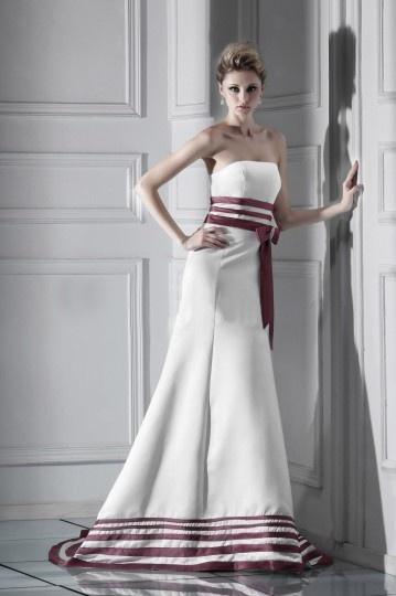 Robe de mariée bustier à Ligne-A rayée à la taille et au bord inférieur