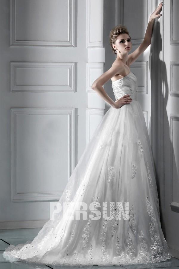 robe de mari e dentelle princesse d collet en c ur tra ne chapel. Black Bedroom Furniture Sets. Home Design Ideas