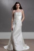 Robe de mariée de luxe brodée décolleté en cœur à traîne Chapel