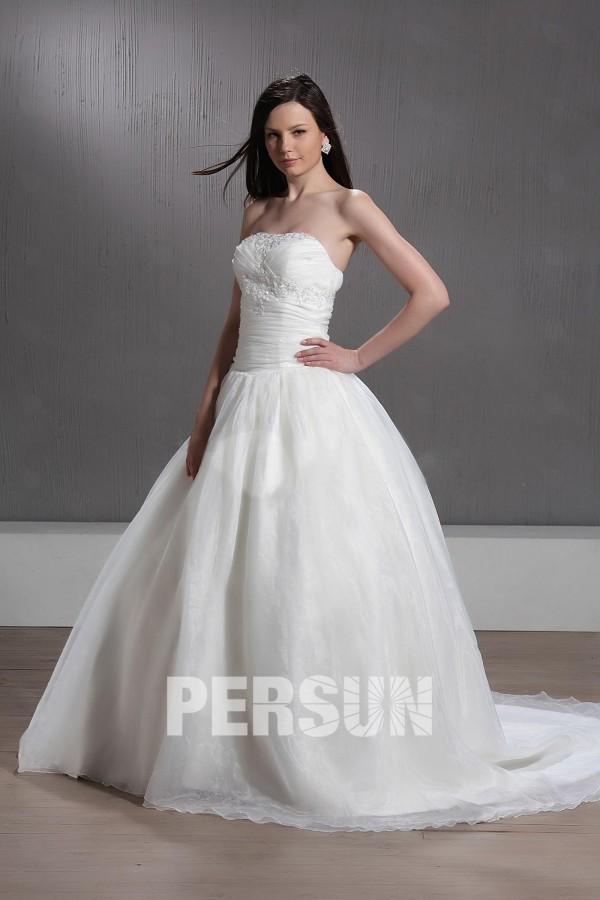 Robe de mariée princesse sans bretelle ornée de bijoux à traîne Chapel