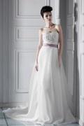 Robe mariée vintage à Ligne A décolleté en cœur à traîne Chapel ruban avec appliques